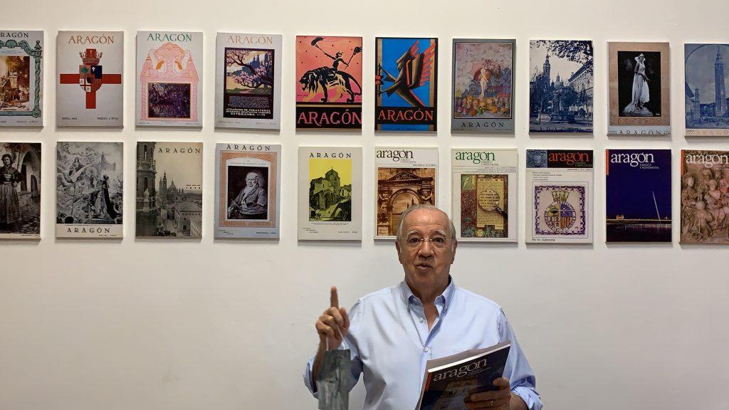 Miguel Caballú, director de la revista 'Aragón, Turístico y Monumental', en la oficina del SIPA grabando su vídeo de presentación